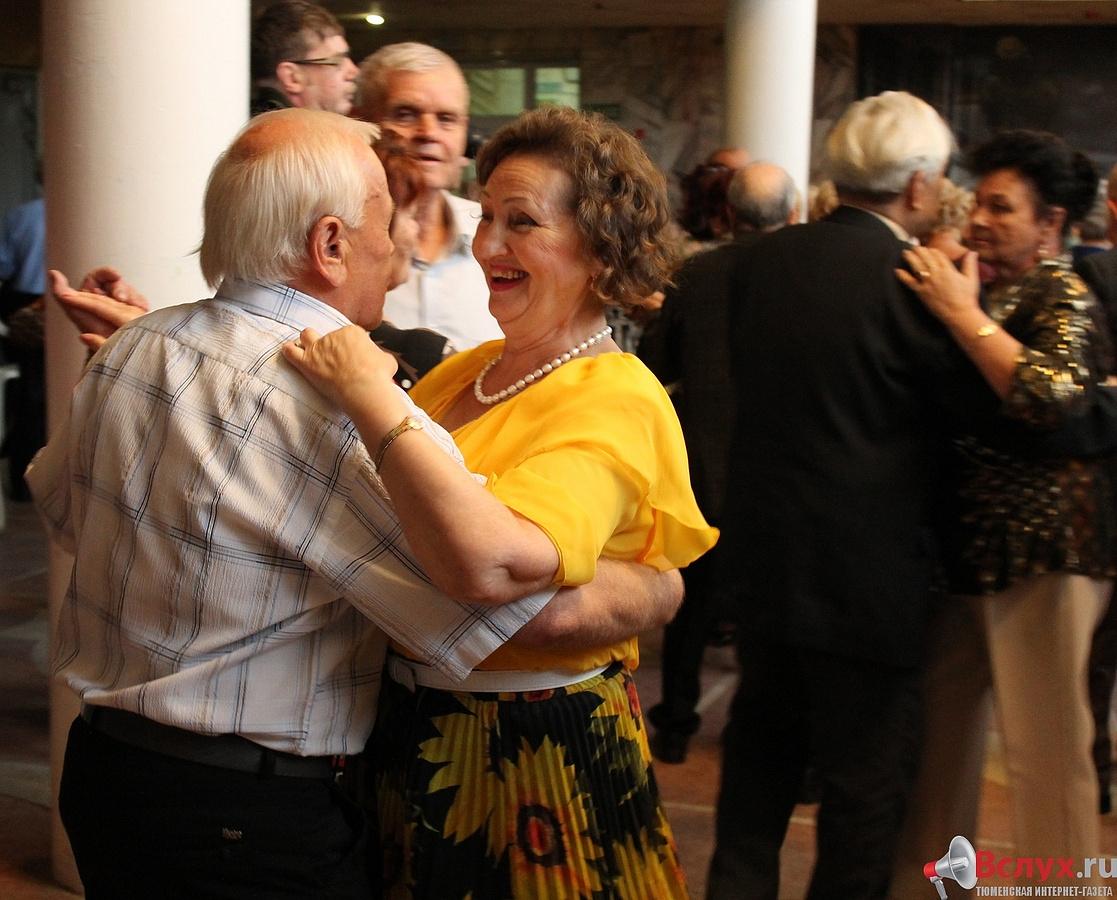 Сценарий вечера отдыха для пенсионеров за столиками